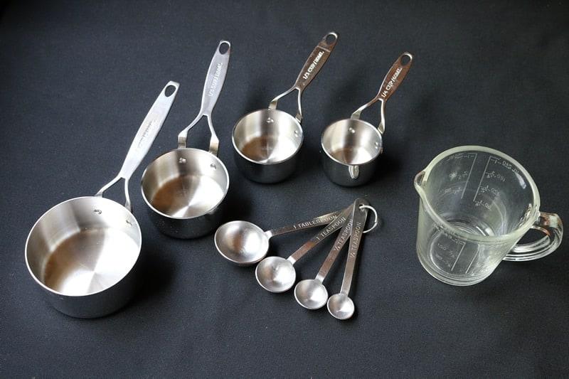 Tazas y cucharitas de medir