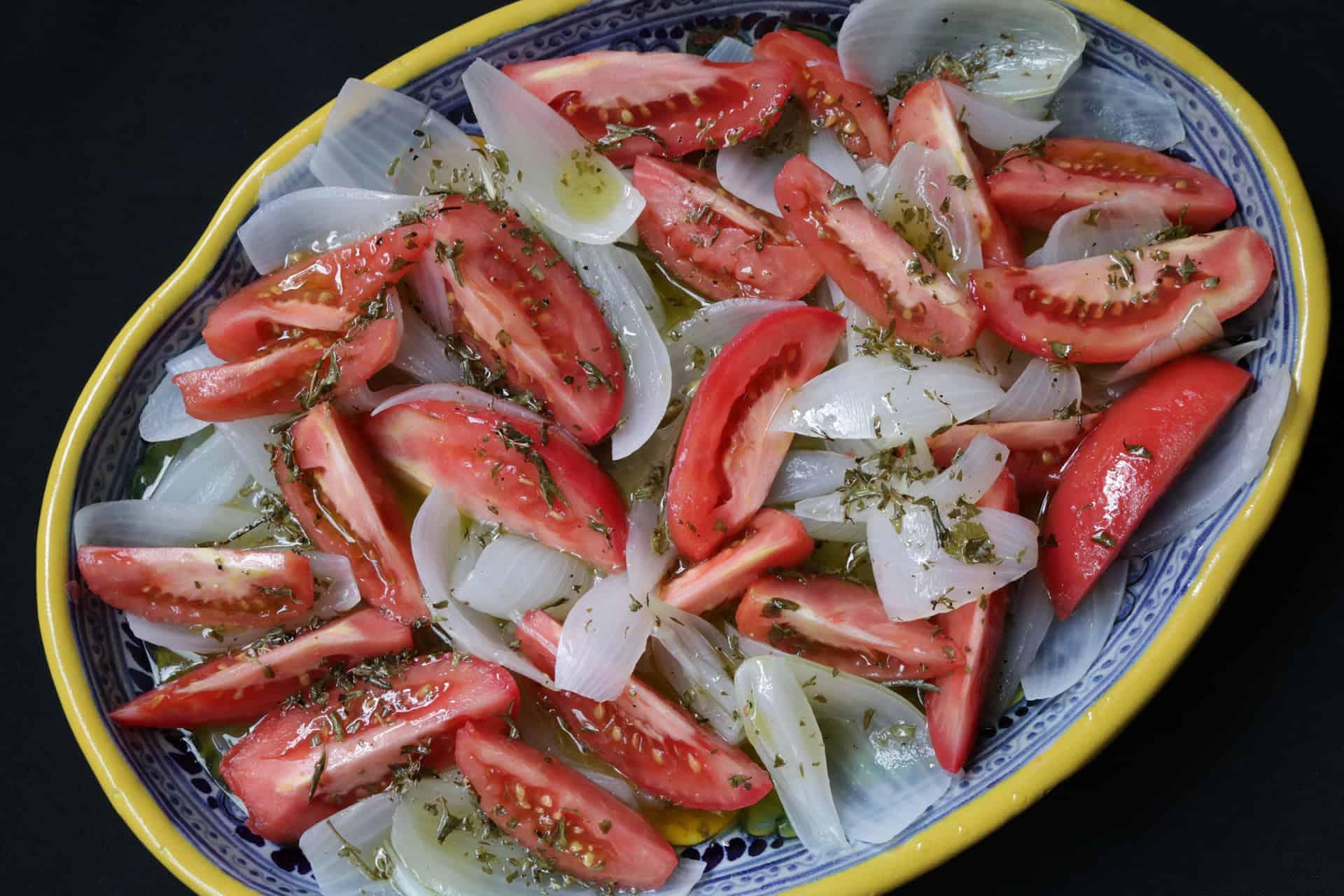 Ensalada De Cebolla Cocida y Tomates