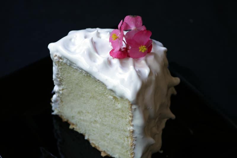 Pastel Blanco Con Betún…