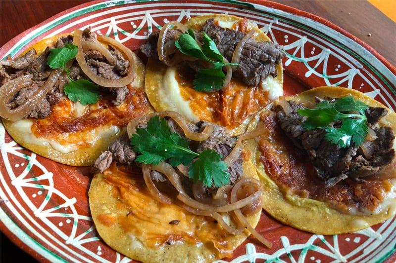 Tacos De Carne Con Costra De Queso