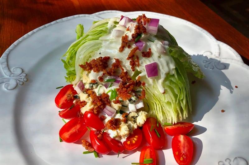 Ensalada De Lechuga Estilo Americano (Wedge Salad)